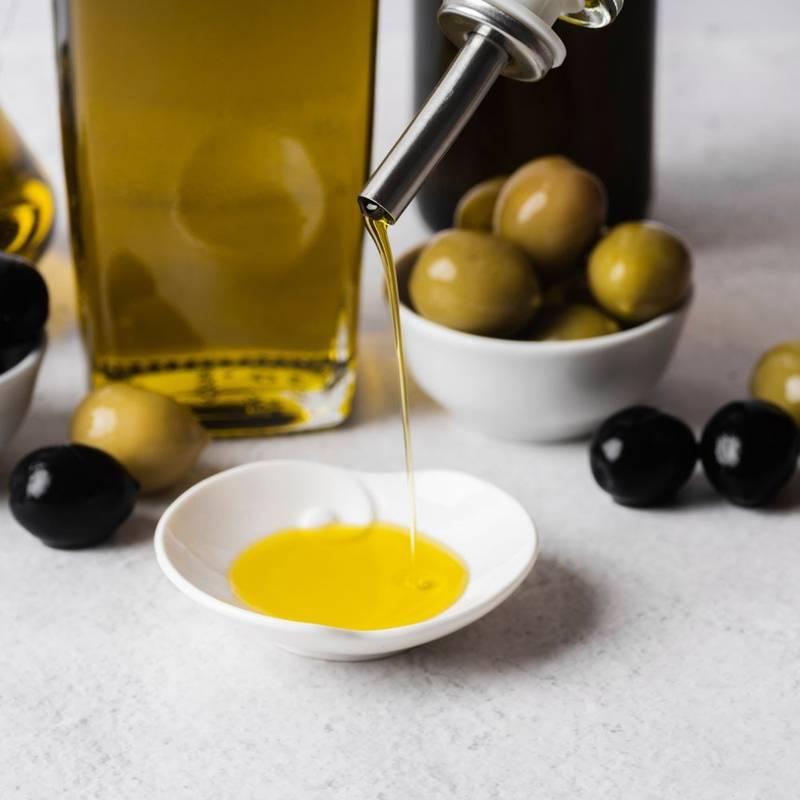 Dozownik do oliwy octu butelka na oliwę ocet zetsaw komplet 2 sztuki w stojaku